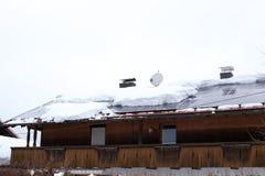 Avalancha grande no telhado imagens de stock