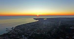 Avaliação aérea da paisagem suburbana com vídeos de arquivo