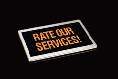 Avalie nossos serviços para assinar, wrritten na tela da tabuleta imagens de stock royalty free