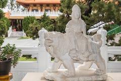 Avalokitesvara tenant des perles de prière chez sa Lai Buddhist Temple, Photographie stock libre de droits