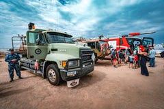 Avalon Melbourne, Australien - Mars 3, 2019: Armé- och brandbekämpninglastbilar royaltyfria foton