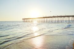 Free Avalon Pier And Sandy Beach At The Outer Banks Of North Carolina Royalty Free Stock Photo - 199407605