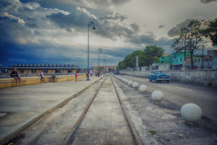 AVANA, CUBA - 4 DICEMBRE 2015 Automobile americana classica d'annata blu, c Immagini Stock