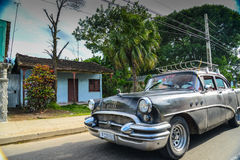 AVANA, CUBA - 14 dicembre 2014 azionamento americano classico dell'automobile sulla s Immagine Stock Libera da Diritti