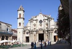 AVANA, CUBA - 27 GENNAIO 2013: Catedral di San Cristobal sulla plaza della cattedrale, sul punto di riferimento religioso e turis Immagini Stock Libere da Diritti