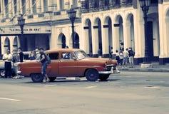AVANA, CUBA 27 GENNAIO 2013: Vecchia retro automobile sulla via a vecchia Avana, Cuba Retro effetto Immagini Stock Libere da Diritti