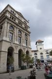 AVANA, CUBA - 27 GENNAIO 2013: Cuba Vecchia Avana Sierra Maestra Avana e fontana dei leoni su San Francisco Square Immagine Stock Libera da Diritti