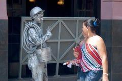 Avana, Cuba, luglio 2014 - statua vivente di un uomo cubano immagine stock libera da diritti