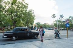 AVANA, CUBA - 23 OTTOBRE 2017: Havana Old Town And Traffic con la gente Fotografia Stock