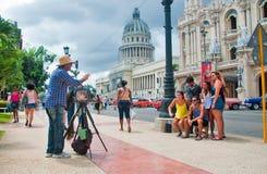 AVANA, CUBA - 10 SETTEMBRE 2016: Turisti a vecchia Avana che ha thei Fotografie Stock Libere da Diritti