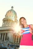 Avana, la Cuba - Campidoglio e turista con la bandierina cubana Immagini Stock Libere da Diritti