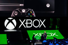 Avance d'équipe de Phil Spencer Xbox à l'information du media e3 Image stock