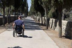 Avance del camino del sillón de ruedas Fotografía de archivo