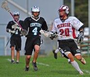 Avance del lacrosse de los muchachos Fotografía de archivo libre de regalías