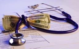 Avance a diretriz orientadora e o dinheiro dos cuidados médicos Fotografia de Stock Royalty Free