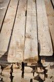 Avancez lourdement le matériau pour construire à la maison dans le pays pauvre Image stock