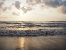 Avant caution de coucher du soleil, l'Indonésie Images libres de droits