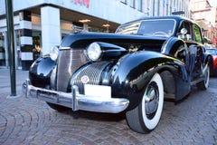 Avant d'une rétro voiture américaine dans la couleur noire Images libres de droits