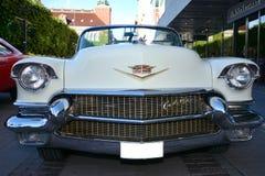 Avant d'une rétro voiture de Cadillac photos stock