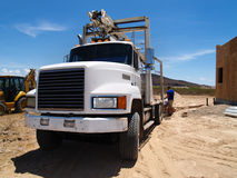 Avant de camion au chantier de construction Photo stock