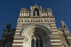 avant de façade d'église Image stock