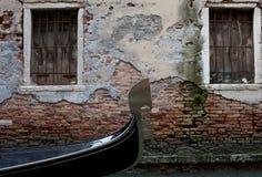 Gondole dans le canal Images stock