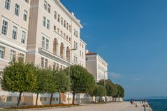 Avant de l'eau de Zadar, Croatie Image stock