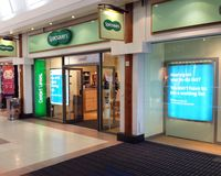 Avant de magasin de Specsavers Photos libres de droits