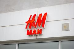 Avant de magasin de H&M Man images libres de droits