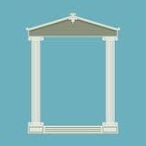 Avant de marbre antique de temple avec les colonnes ioniques Photo stock