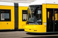 Avant de tramway de BVG/train de tram sur la rue à Berlin, Allemagne image libre de droits
