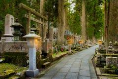 Avant nuit chez Okunoin, Koyasan, Wakayama Japon Photos libres de droits