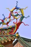 Avant-toit raffiné dans le temple traditionnel chinois Photographie stock libre de droits