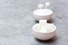 Avantages de concept de sucre raffin? au-dessus de sucre granul? photo stock