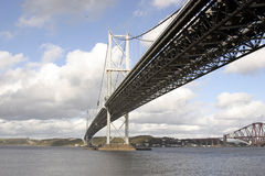 Avanti il ponte sospeso della strada, Scozia Immagini Stock Libere da Diritti