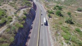 Avanzando sulla strada principale di Acapulco nel Messico video d archivio