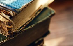 Avariato dagli impianti a più pagine letterari di tempo trovi immagini stock