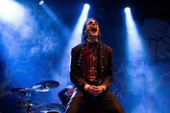 Avatar muzyczny zespół wykonuje w koncercie przy ściąganie ciężkiego metalu festiwalem muzyki fotografia stock