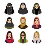 Avatares musulmanes de las muchachas fijados El hijab tradicional musulmán asiático recoge Imagen de archivo