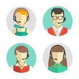 Avatars masculinos e fêmeas do centro de atendimento em um estilo liso com uns auriculares, conceptuais de uma comunicação Os íco Fotos de Stock