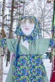 Avbildningen av Maslenitsa Ljus docka i rysk nationell kläder Arkivfoton