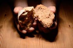 Avbrott av bröd royaltyfri fotografi