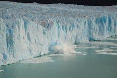 avbrott av den förfallna glaciären för ändringsklimat till royaltyfria bilder