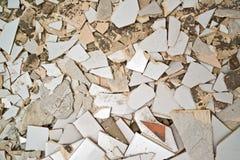 Avbrott av keramiska tegelplattor royaltyfri bild