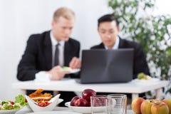 Avbrott för affärsmöte och lunch Arkivbilder