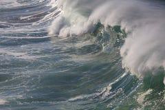 Avbrott för våg för havsbränning stort Royaltyfri Fotografi