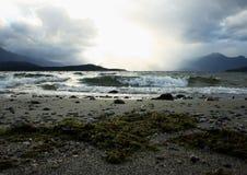 Avbrott vinkar på laken Manapouri Royaltyfri Foto