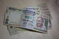 Avbrutna anmärkningar för valuta 500 i Indien Arkivbilder