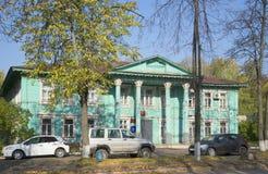 Avdelning registreringskontoret av dagen för stadsSharya höst Kostroma region, Ryssland royaltyfri bild