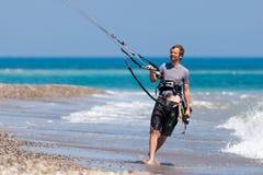 AVDIMOU, CYPRUS/UK - LIPIEC 25: Uczyć się kani kipiel w Avidmou obraz stock